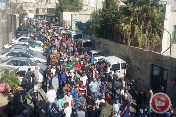 Il funerale di Ahmad Salah, stamattina a Shuafat (Fonte: Ma'an News)