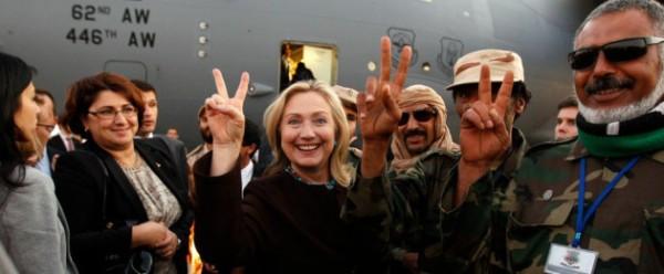 Hillary Clinton con i terrorisiti di al-Qaida in Libia.