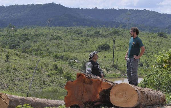 """""""I funzionari del FUNAI lavorano in molte aree del Brasile per proteggere i territori indigeni da taglialegna e altre minacce."""""""