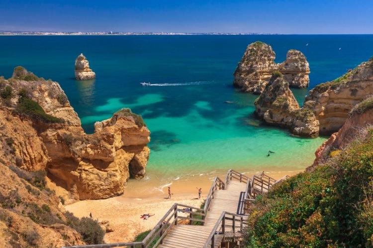 https://newsoftheworldnews.files.wordpress.com/2018/05/42a76-praia-do-camilo-algarve-1.jpg