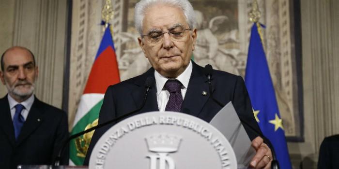 I principali testi universitari di diritto pubblico parlano chiaro: Mattarella fuori il dettato costituzionale